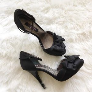 Nina Black Satin Fabric Peep Toe Heels Size 8